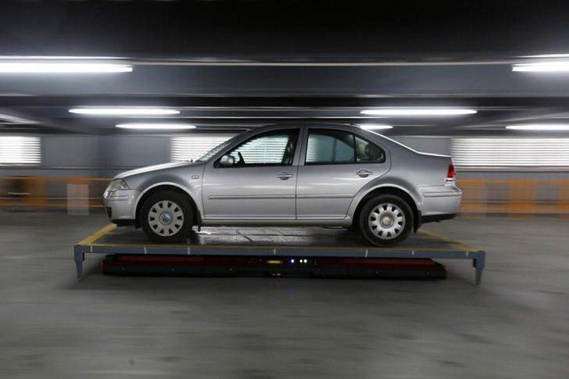 S-a inventat robotul care parcheaza masina in locul tau