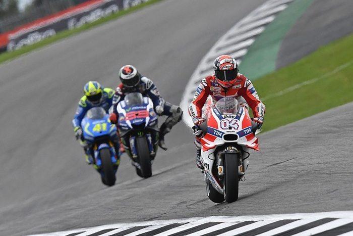 Dovizioso – locul 6 la GP-ul britanic,  Iannone – se retrage din cursa