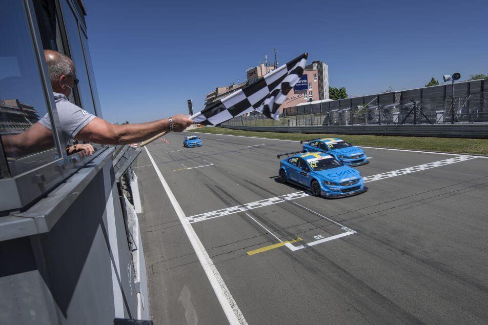 WTCC Nordschleife: Catsburg si Volvo trec la conducere
