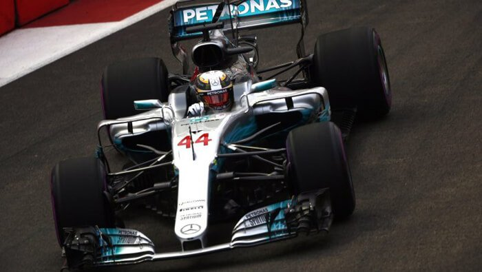 Formula 1 Singapore: Hamilton castiga proftand de neatentia Ferrari