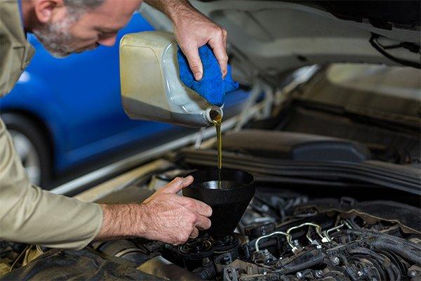 Cat de des trebuie sa schimbi uleiul de motor?