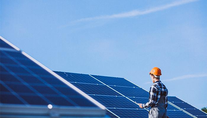 Blocurile din Bengaluru instaleaza panouri solare pe acoperisuri inaintea unei schimbari probabile de politica