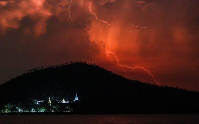 Poluarea atmosferica ajuta focurile de vegetatie sa creeze fulgere